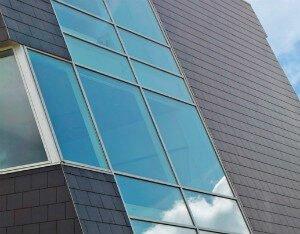 Rektangulær skifer kan monteres på tag og facade