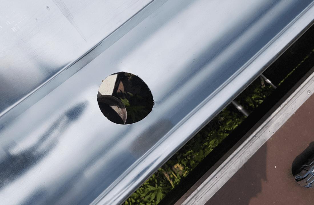Taget i Brabrand tæt ved Århus fik monteret nye zinktagrender i forbindelse med tagrenoveringen